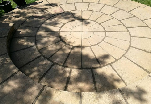 A Patio circle we repaired, cleaned and repointed on a job in Keyworth, Nottingham (after)